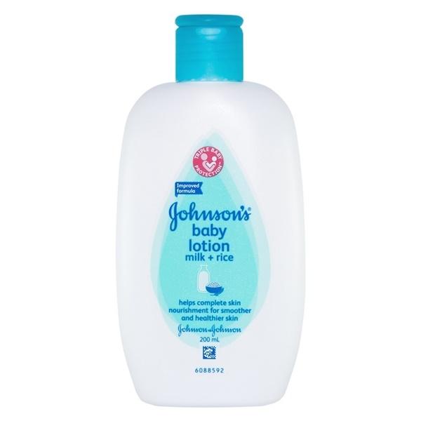 Sữa dưỡng ẩm Johnson Baby sữa và gạo 200ml